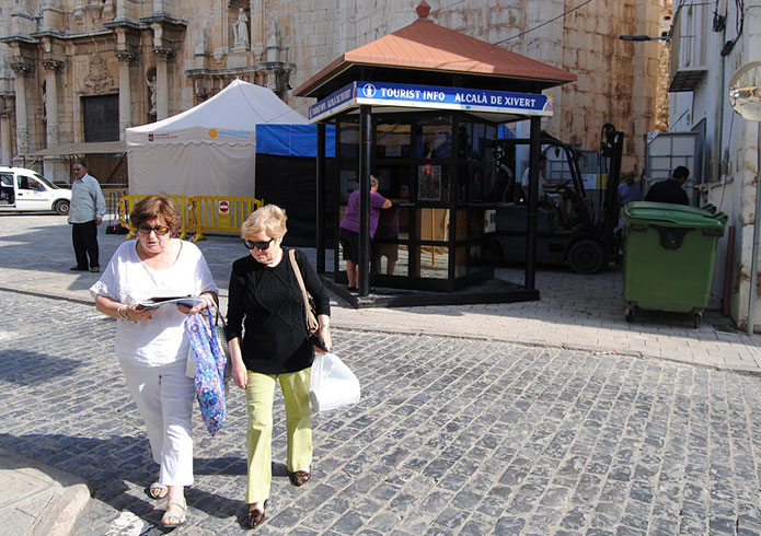 La oficina de turismo de alcala de xivert abrir todo el for Oficina turismo castellon