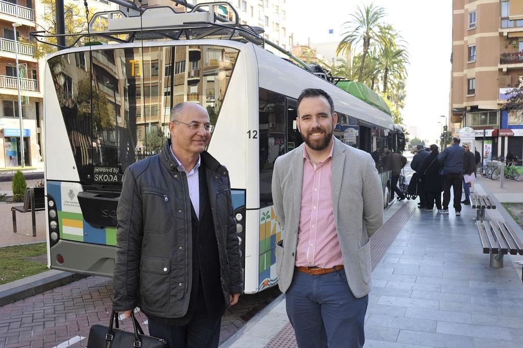 El bus y el TRAM funcionarán 24 horas durante la Magdalena, además de la línea circular y tres rutas especiales de 'mascletades'