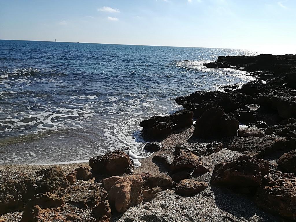 La playa de la Renegà, una opción para escapar de la aglomeración de la playa