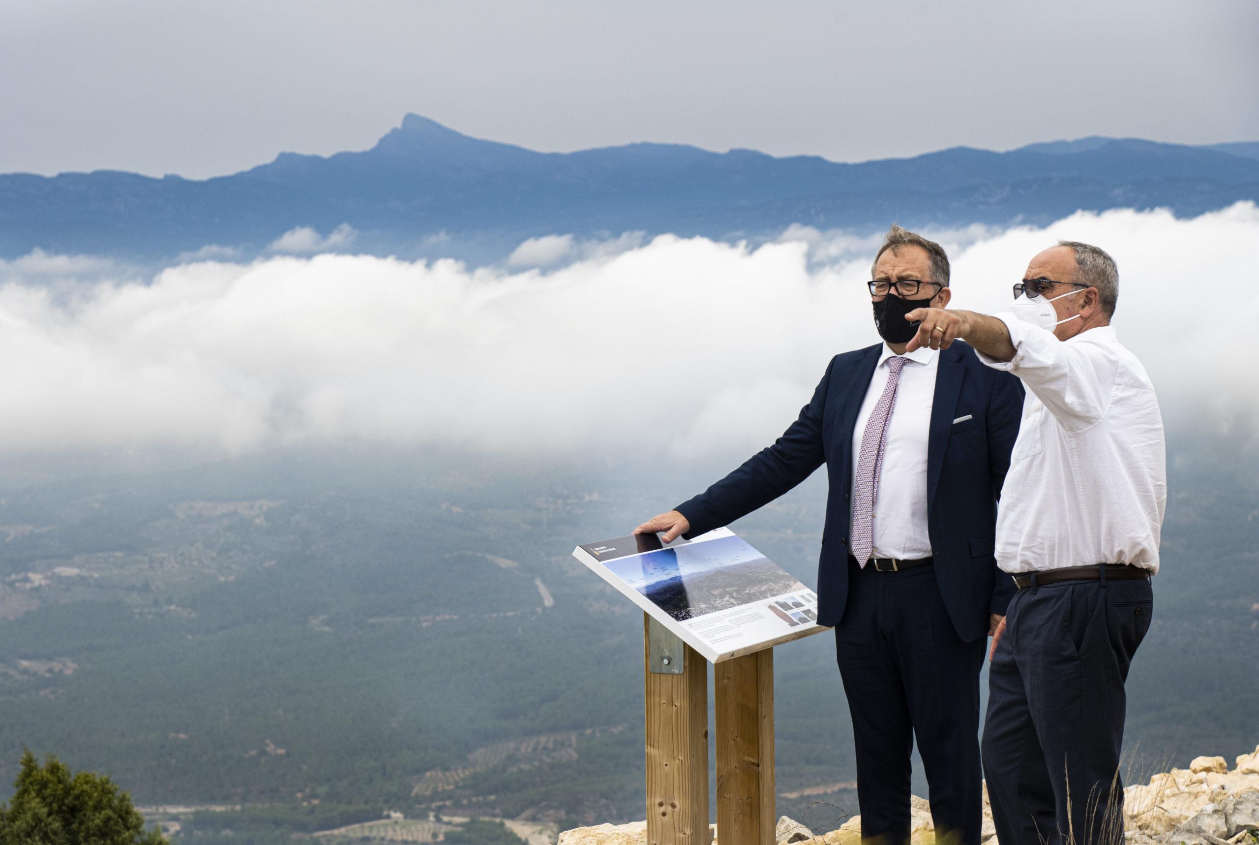 José Martí pone en valor los hallazgos históricos obtenidos en el yacimiento arqueológico de Tossal de la Vila en Serra d'en Galceran